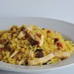 ARROZ CON CURRY, PASAS, BAYAS DE GOJI Y POLLO